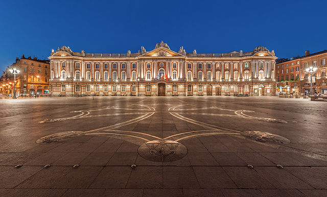 640px-Toulouse_Capitole_Night_Wikimedia_Commons